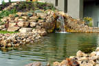 kerti tó vízesés sziklakert támfal kerti szikla - 1024x683 pixel - 525400 byte